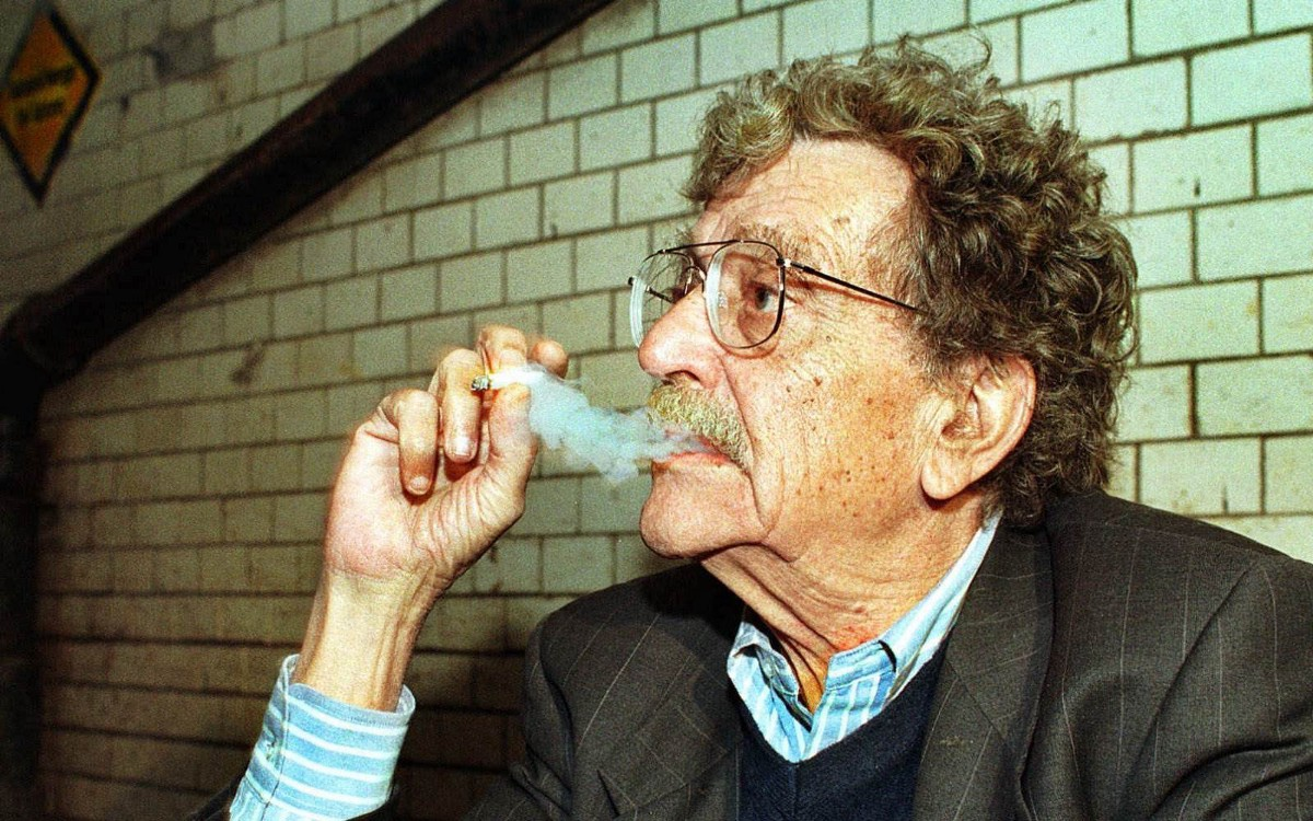 Kurt Vonnegut smoking
