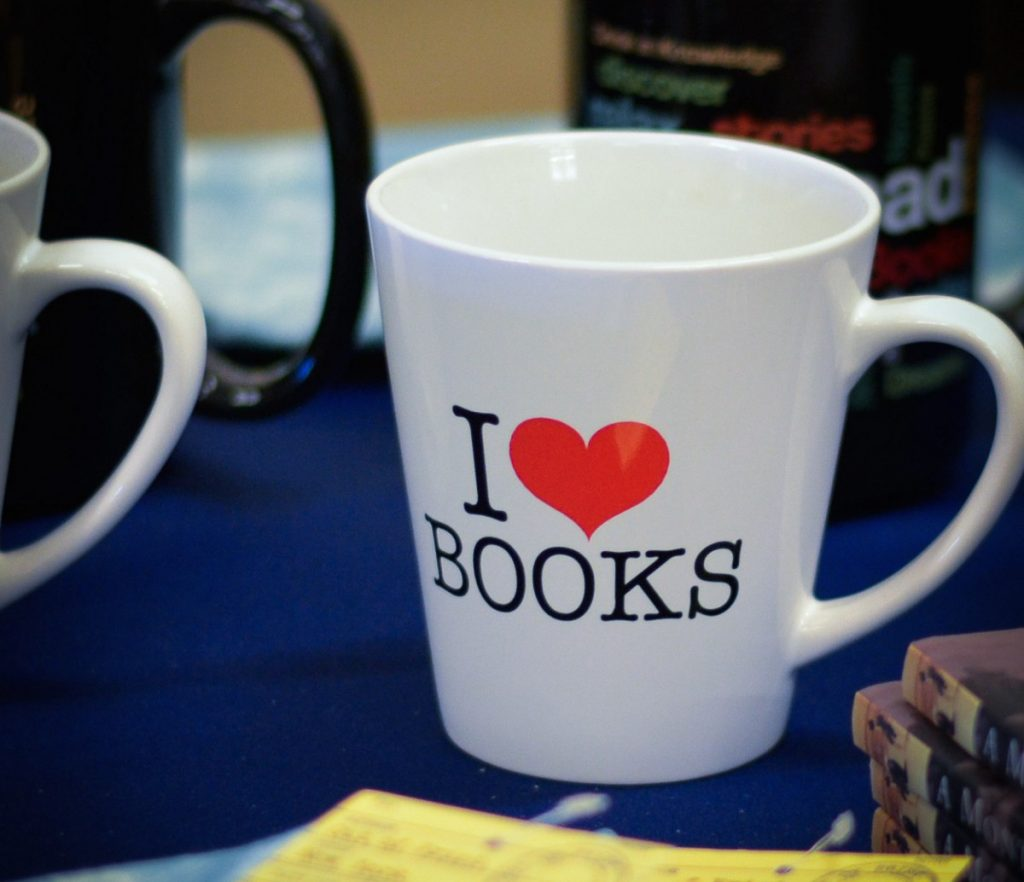 Mug with I heart books logo