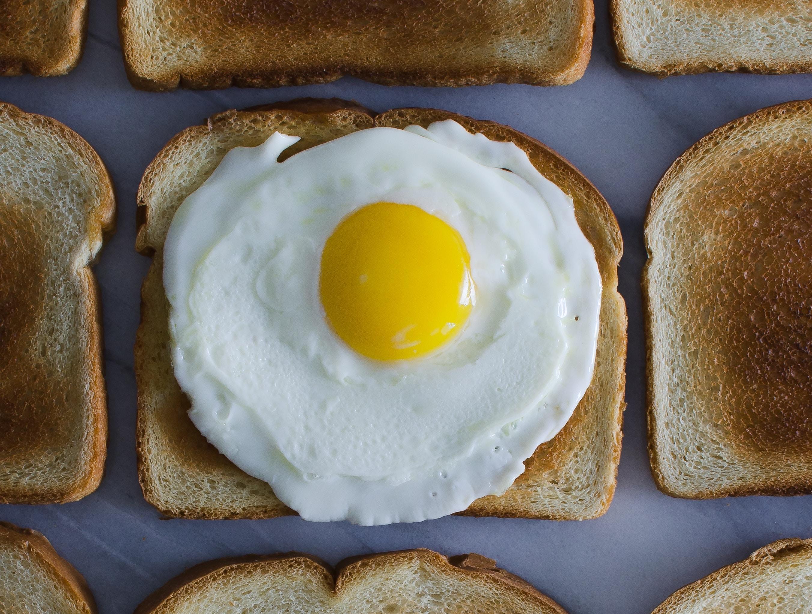Sunny side egg on toast