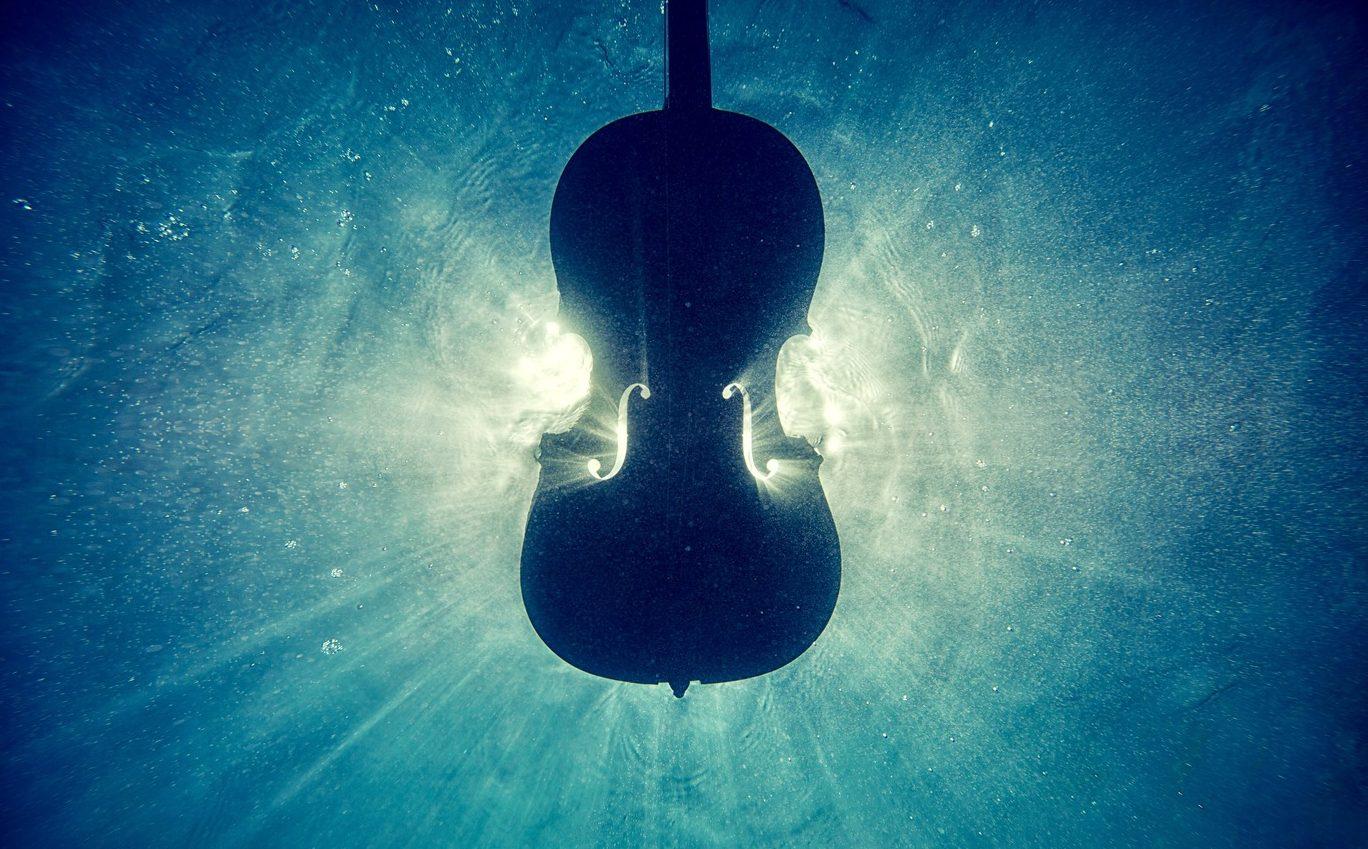 cello under water